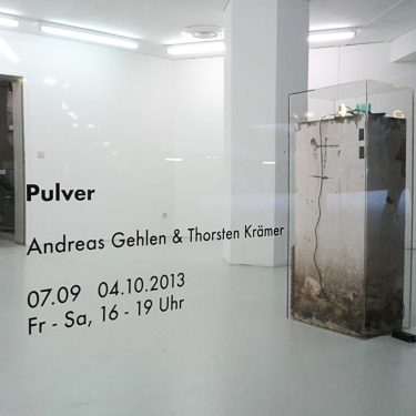 2013 Pulver TiefgarageKoeln AndreasGehlen 02 375x375 - Pulver